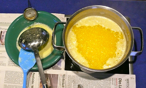Herstellung von Ghee, geklärte Butter