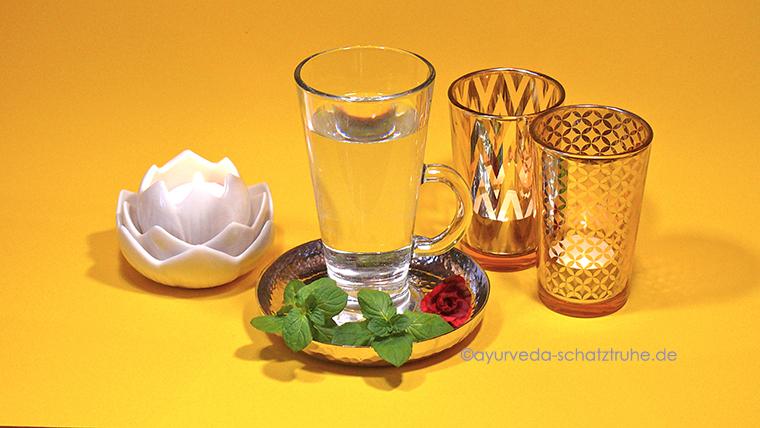 Ayurvedisches, heißes Wasser