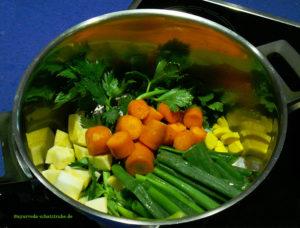 Gemüsebrühe für Pho Bo - Nudelsuppe