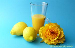 ZItronen und Orangensaft für ayurvedisches Apfel-Chutney