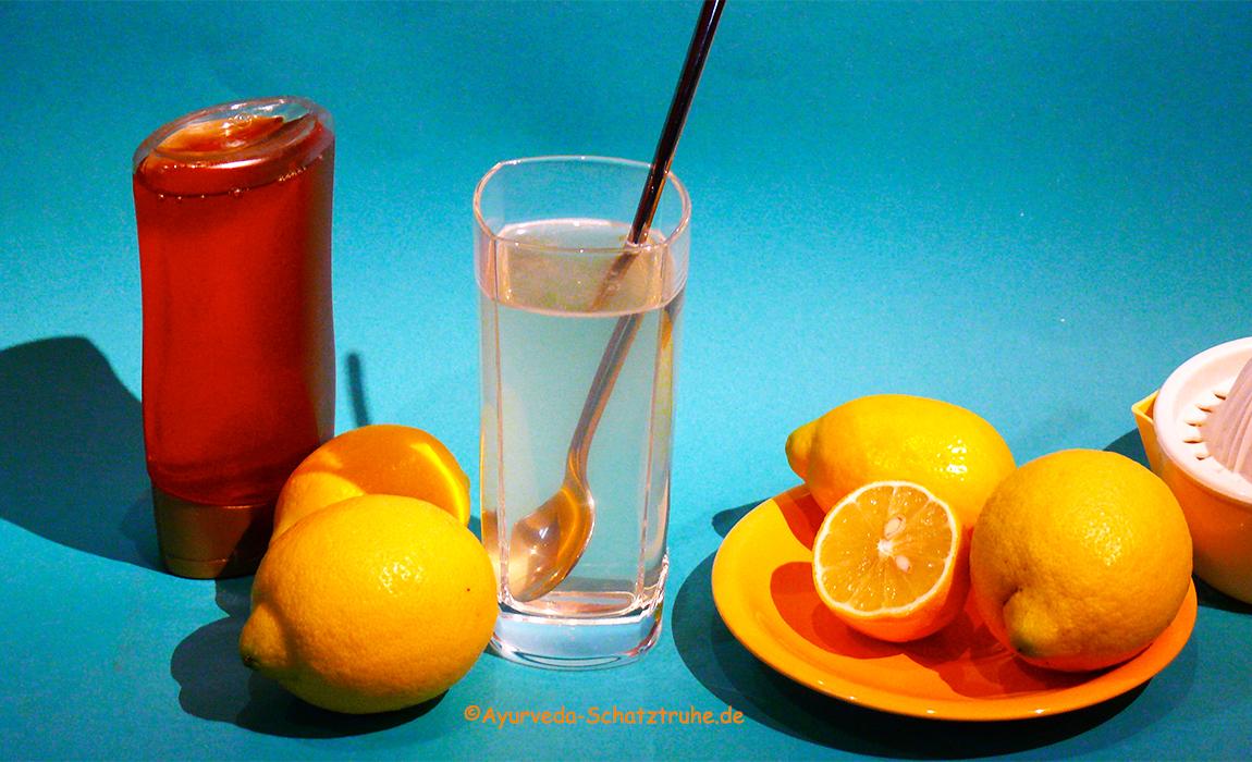 Zitronen-Honig-Wasser Ayurveda