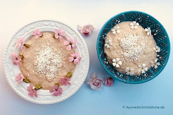 Ayurvedisches Pudding mit Kokosraspel